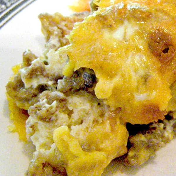 This Easy Breakfast Casserole of sausage, eggs, cheese, milk, and bread encompasses all the best breakfast foods in one great dish. From @NevrEnoughThyme https://www.lanascooking.com/breakfast-casserole/
