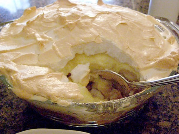 Banana Pudding - Banana Pudding with creamy custard, sliced bananas, 'nilla wafers and a meringue piled high on top. From @NevrEnoughThyme http://www.lanascooking.com/banana-pudding