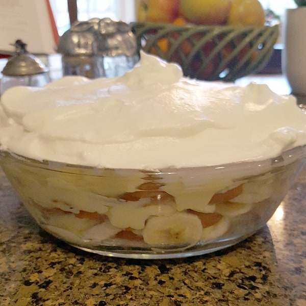 Banana pudding with meringue topping