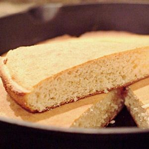 Old Fashioned Cornbread - my best and most basic recipe for old fashioned cornbread. Serve it with everything from fried chicken to chili. From @NevrEnoughThyme https://www.lanascooking.com/old-fashioned-cornbread/
