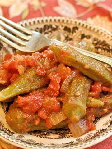 Okra and Tomatoes - two Southern classics even more delicious when paired. The perfect side dish for almost any traditional southern meal. From @NevrEnoughThyme https://www.lanascooking.com/okra-and-tomatoes/