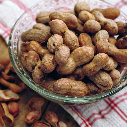 Southern Boiled Peanuts. The king of all southern snacks! From @NevrEnoughThyme http://www.lanascooking.com/boiled-peanuts