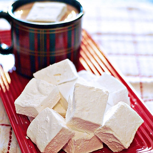 Homemade Marshmallows - tender, vanilla-scented pillows. So much better than store-bought! From @NevrEnoughThyme http://www.lanascooking.com/homemade-marshmallows