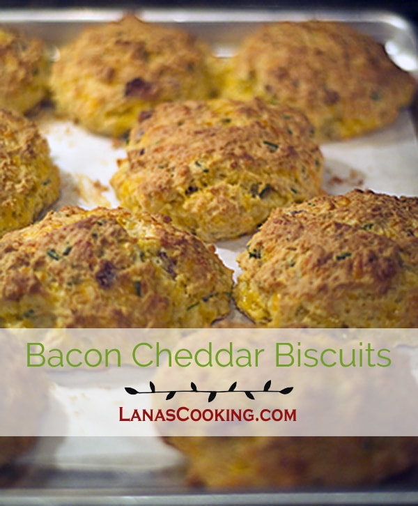 These Bacon Cheddar Biscuits are buttermilk biscuits jazzed up with bacon, cheddar and chives. From @NevrEnoughThyme http://www.lanascooking.com/bacon-cheddar-biscuits