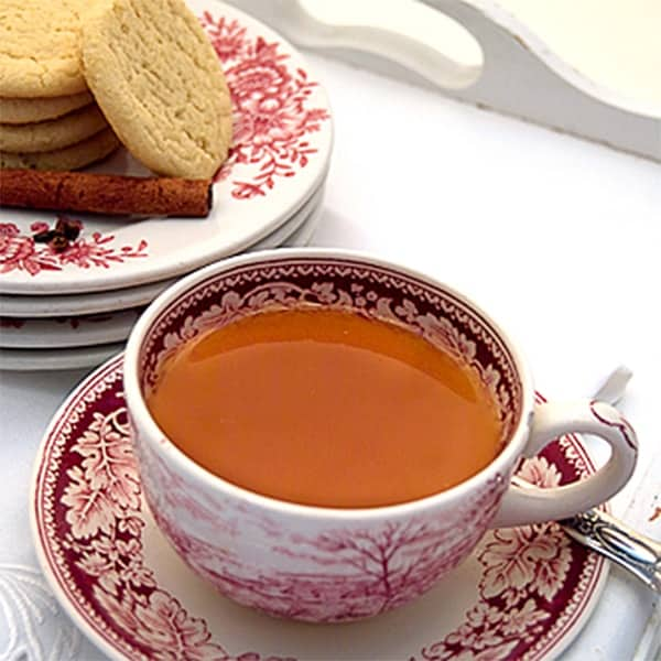 Russian Tea - Citrus and spice infused tea. From @NevrEnoughThyme http://www.lanascooking.com/spiced-tea-a-k-a-russian-tea