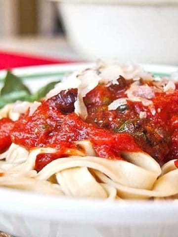My Classic Pasta Puttanesca is a quick and easy pasta sauce that's ready to serve in under 20 minutes! Just add bread and a salad. https://www.lanascooking.com/pasta-puttanesca/