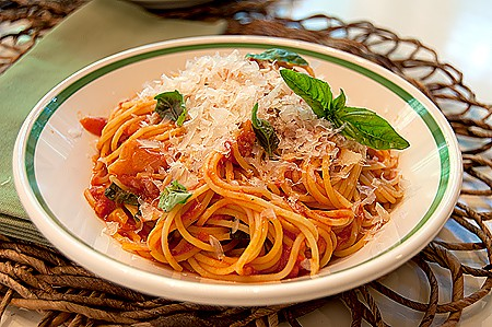 Post image for Pasta with Tomato-Basil Sauce
