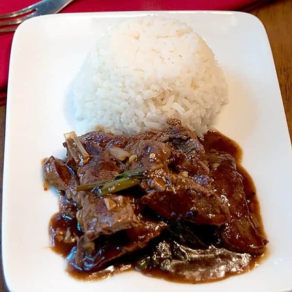 Beef and Scallion Stir Fry - a savory beef and scallion stir-fry with hoisin sauce for a quick and easy weeknight dinner. Serve with white or fried rice. From @NevrEnoughThyme https://www.lanascooking.com/beef-and-scallion-stir-fry/