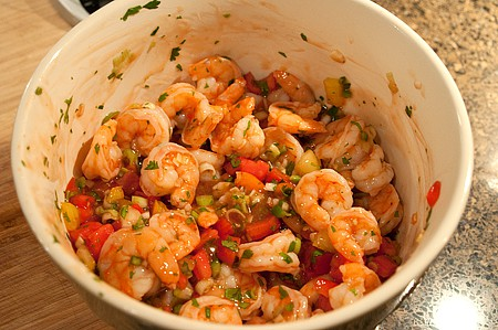 Combine boiled shrimp and vegetables