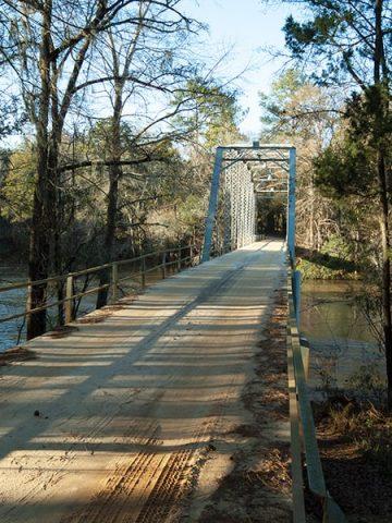 The one lane bridge over the Ichauway-Nochauway Creek on Ichauway Plantation in southwest Georgia. https://www.lanascooking.com/ichauway-plantation/