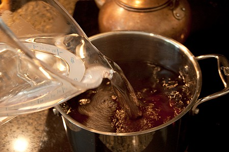 Making southern sweet tea