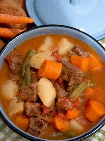Pressure Cooker Beef Stew - a hearty beef stew with potatoes, carrots, green beans, and tomatoes can be on the table in minutes when you use a pressure cooker. From @NevrEnoughThyme https://www.lanascooking.com/beef-stew-in-the-pressure-cooker/