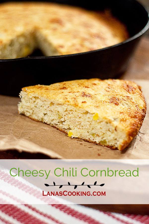 This Cheesy Chili Cornbread is a southern style cornbread with loads of sharp cheddar cheese and green chilies. From @NevrEnoughThyme https://www.lanascooking.com/cheesy-chili-cornbread