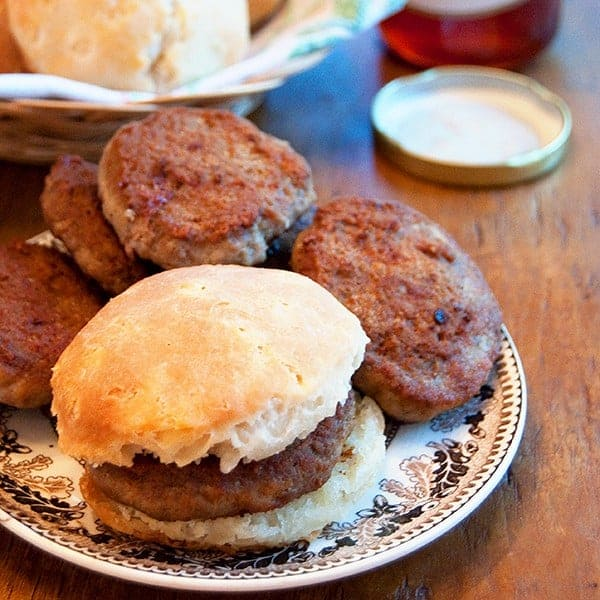 Make your own homemade Spicy Breakfast Sausage! From @NevrEnoughThyme http://www.lanascooking.com/spicy-breakfast-sausage