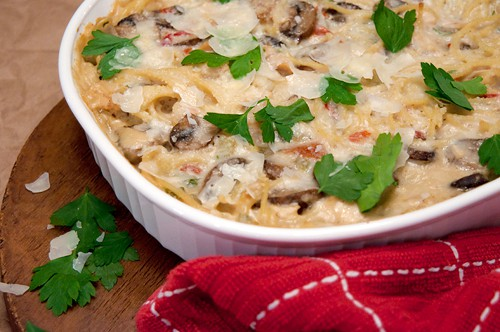 Use up your Thanksgiving leftover turkey in this classic turkey tetrazzini casserole. From @NevrEnoughThyme http://www.lanascooking.com/turkey-tetrazzini