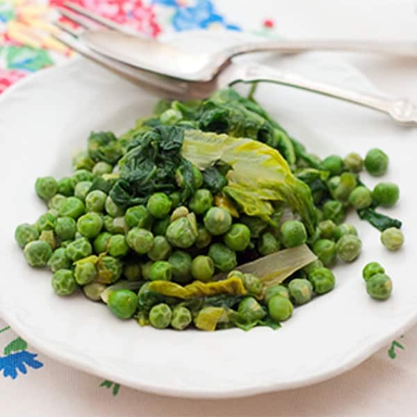 Peas with Lettuce - Tender fresh English peas cook with green onions and soft lettuce leaves. From @NevrEnoughThyme http://www.lanascooking.com/peas-with-lettuce