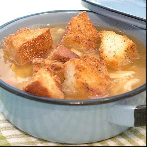 Homemade Croutons - don't spend your money on bags of croutons - make your own! Perfect for everything from soup to salad. From @NevrEnoughThyme http://www.lanascooking.com/homemade-croutons/