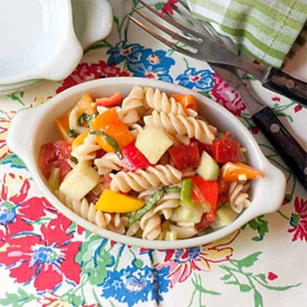 Summertime Pasta Salad - A cold pasta salad packed with fresh veggies and lightly dressed with a parmesan and garlic dressing. Great summer side dish or picnic item. From @NevrEnoughThyme http://www.lanascooking.com/summertime-pasta-salad