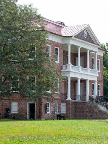 A visit to historic Drayton Hall near Charleston, South Carolina https://www.lanascooking.com/drayton-hall/