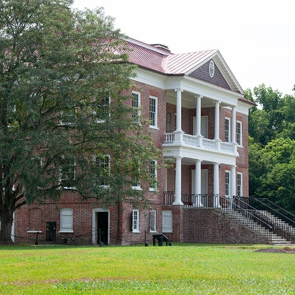 A visit to historic Drayton Hall near Charleston, South Carolina From @NevrEnoughThyme https://www.lanascooking.com/drayton-hall/