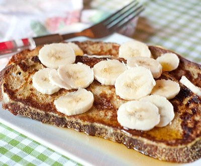 Banana Maple French Toast - whole grain French toast topped with sliced bananas and maple syrup. From @NevrEnoughThyme http://www.lanascooking.com/banana-maple-french-toast