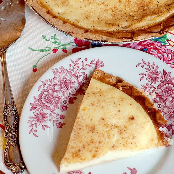 Eggs, milk, and vanilla with a dusting of nutmeg make this traditional southern Egg Custard Pie a delicious childhood memory. From @NevrEnoughThyme http://www.lanascooking.com/egg-custard-pie