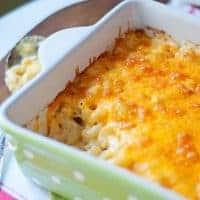 Classic Macaroni and Cheese - a basic that all cooks need in their recipe box! From @NevrEnoughThyme https://www.lanascooking.com/classic-macaroni-and-cheese