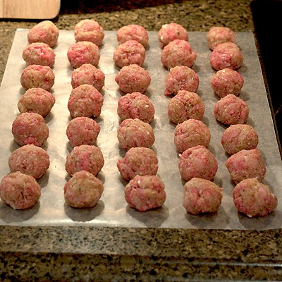 Forming meatballs