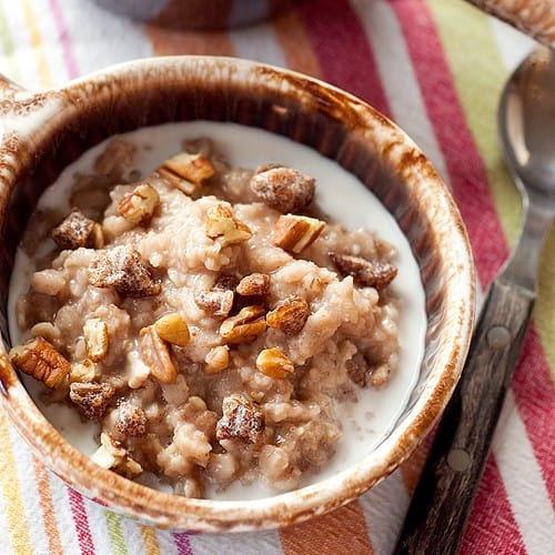Date Nut Oatmeal from @NevrEnoughThyme http://www.lanascooking.com/date-nut-oatmeal