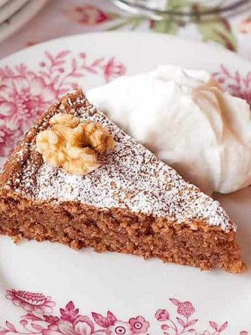 Flourless Walnut Cake - this flourless cake uses ground walnuts in place of flour and beaten egg whites for lift and is flavored with chocolate and coffee. From @NevrEnoughThyme https://www.lanascooking.com/flourless-walnut-cake/