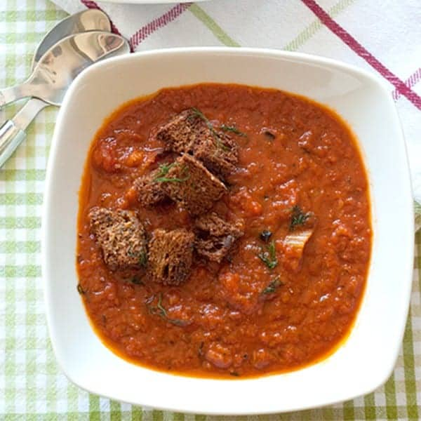 Tomato Fennel Soup - tomato soup with roasted fennel and leeks. From @NevrEnoughThyme http://www.lanascooking.com/tomato-fennel-soup