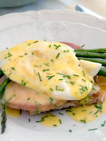 My Country Eggs Benedict is a somewhat more homespun version of the classic using leftover Easter ham and an over-easy fried egg. From @NevrEnoughThyme https://www.lanascooking.com/country-eggs-benedict/