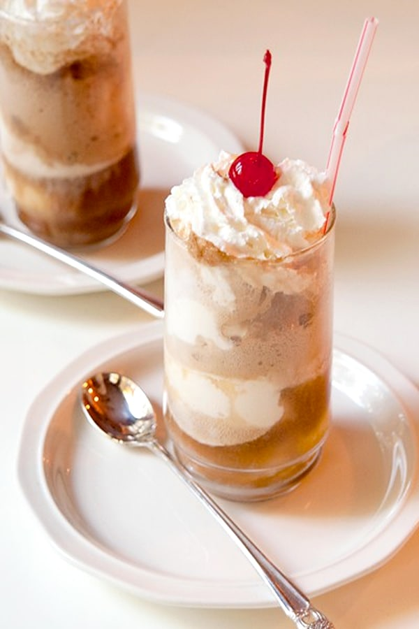 https://www.lanascooking.com/an-old-fashioned-treat-coke-floats/ From @NevrEnoughThyme An old-fashioned summertime treat - coke floats - Coca-Cola and cream vanilla ice cream.