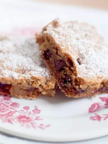 Classic blondies with the addition of chocolate chips and sweet, tart dried cherries. A sweet treat for after school, after work, or after dinner. From @NevrEnoughThyme https://www.lanascooking.com/blondies-with-chocolate-chips-and-cherries/