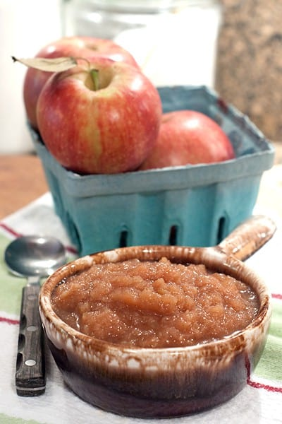 This Spiced Applesauce in the Slow Cooker beats store bought every time! From @NevrEnoughThyme http://www.lanascooking.com/spiced-applesauce-in-the-slow-cooker