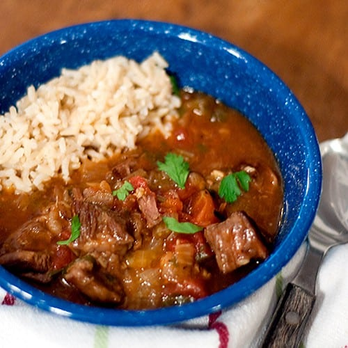 A very garlicky beef stew. Great Halloween dinner - keeps the vampires away! From @NevrEnoughThyme http://www.lanascooking.com/garlicky-beef-stew