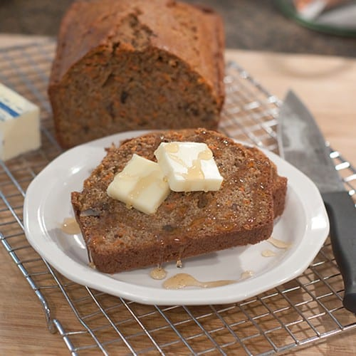 Carrot Pecan Quick Bread - An easy quick bread made with loads of carrots, warm fall spices, and cane sugar. Great for breakfast, dessert, or afternoon snack. From @NevrEnoughThyme http://www.lanascooking.com/carrot-pecan-quick-bread