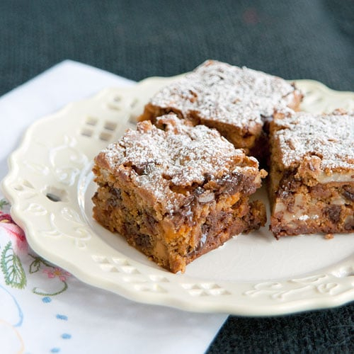 These graham cookie bars are easy to make with chocolate chips and butterscotch morsels. From @NevrEnoughThyme http://www.lanascooking.com/graham-cookie-bars