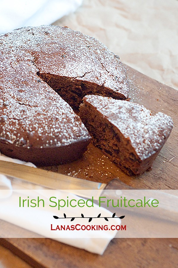 A traditional Irish spiced fruitcake recipe using dried fruits and spices. Makes a lovely dessert or afternoon snack. From @NevrEnoughThyme http://www.lanascooking.com/irish-spiced-fruitcake