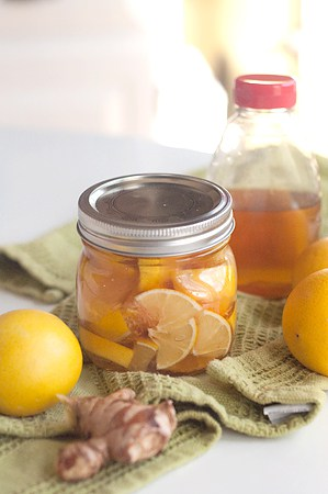 Lemon, Ginger, and Honey for Your Colds and Sore Throats