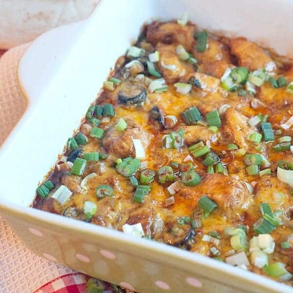 This southwestern style chicken is a quick family casserole good for busy week nights. Combines bright southwestern flavors with chicken and cheddar cheese. From @NevrEnoughThyme https://www.lanascooking.com/southwestern-style-chicken/