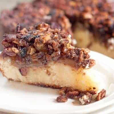 This apple pecan coffee cake has a moist, buttery cake layer topped with apple slices and a crunchy pecan and brown sugar crumble. From @NevrEnoughThyme http://www.lanascooking.com/apple-pecan-coffee-cake