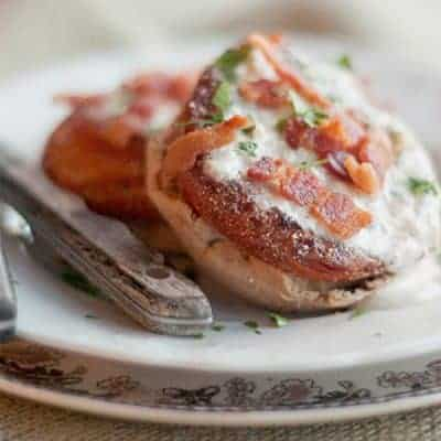 Fried Tomatoes with Cream Gravy - tomatoes fried in bacon fat and served with a cream gravy. Great use for winter time tomatoes. From @NevrEnoughThyme http://www.lanascooking.com/fried-tomatoes-with-cream-gravy