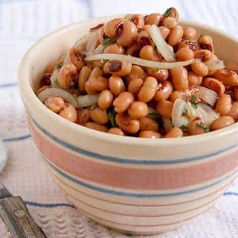 This black-eyed pea salad combines canned peas with sliced onions in a sweet, tangy marinade. Great all-year round side dish. From @NevrEnoughThyme http://www.lanascooking.com/black-eyed-pea-salad/