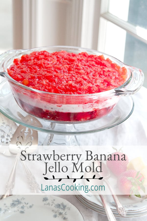 This Strawberry Banana Jello Mold is a refreshing summer-y jello salad with strawberries, bananas, and pineapple. From @NevrEnoughThyme https://www.lanascooking.com/strawberry-banana-jello-mold/