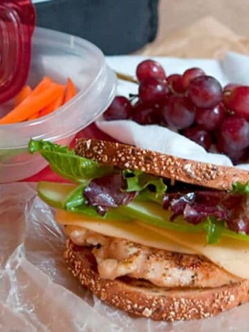 This Grilled Chicken, Apple, and Gouda Sandwich on whole grain bread is a healthy, hearty lunch option. Treat yourself to a real lunch break! From @NevrEnoughThyme https://www.lanascooking.com/grilled-chicken-apple-gouda-sandwich