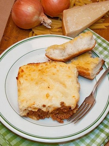 A traditional Greek recipe, this Pastitsio is adapted to more suit southern tastes. Layers of pasta and meat sauce topped with a creamy, cheesy bechamel. From @NevrEnoughThyme https://www.lanascooking.com/pastitsio/