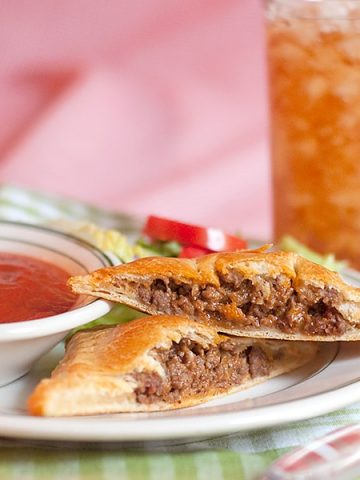 Italian Style Hand Pies with Marinara Dipping Sauce - hand pies made with crescent rolls, filled with meat sauce, and served with marinara for dipping. From @NevrEnoughThyme https://www.lanascooking.com/italian-style-hand-pies-marinara-dipping-sauce/
