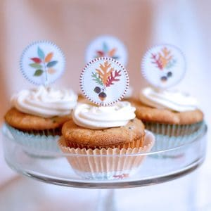 Perfectly spiced Carrot Cake Cupcakes with a honey-sweetened cream cheese frosting. The perfect sweet ending for all your fall dinners. From @NevrEnoughThyme https://www.lanascooking.com/carrot-cake-cupcakes/