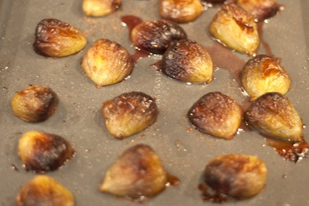 Roasting figs for Roasted Figs with Gorgonzola